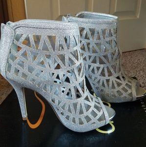 Bonnibel Cleo-3 Women's Back Zipper Stiletto Heel
